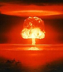الحرب العالمية الثالثة , على لسان الذي لا ينطق عن الهوى - صفحة 4 220px-Operation_Castle_-_Romeo_001