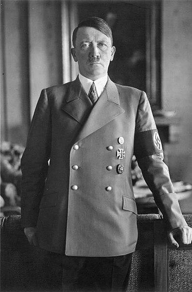 أروع 18 جمله من أقوال هتلر  - صفحة 2 396px-Bundesarchiv_Bild_183-H1216-0500-002%2C_Adolf_Hitler