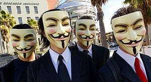 [Topic Unique] Les phénomènes du NET (memes) 300px-Anonymous_at_Scientology_in_Los_Angeles