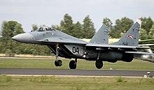مسابقة الأسئلة العسكرية 2012. أدخل و فوز بجوائزالجزء الثاني 220px-MiG_der_HuAF