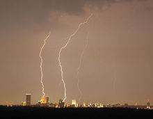 Samedi 15 mars 220px-Lightning_over_Tulsa_cropped