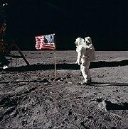 Popujt në Bot ? 180px-Buzz_salutes_the_U.S._Flag