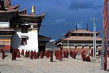 Le Bön  tradition tibétaine 220px-Narshi_Gonpa_Ngawa_Sichuan_China