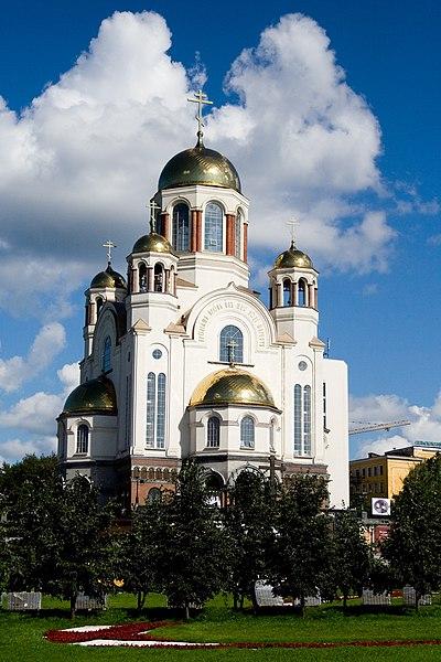 El final de los Romanov 400px-Yekaterinburg_cathedral_on_the_blood_2007