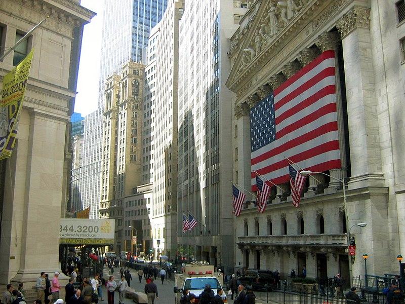 أميركا.. إمبراطورية في مرحلة الأفول  800px-Photos_NewYork1_032