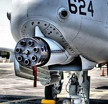 طائره الهجوم الارضى الامريكيه  A-10 Thunderbolt II , مفترسه المدرعات .   220px-A10gun3