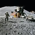 Canular : l'homme n'a jamais marché sur la Lune ( débat ) 120px-Apollo_15_flag%2C_rover%2C_LM%2C_Irwin