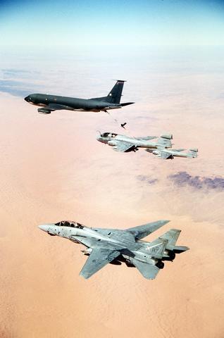 موسوعة اجيال الطائرات المقاتلة واشهر طائرات كل جيل - صفحة 10 Gypsy_escortDN-ST-91-05966