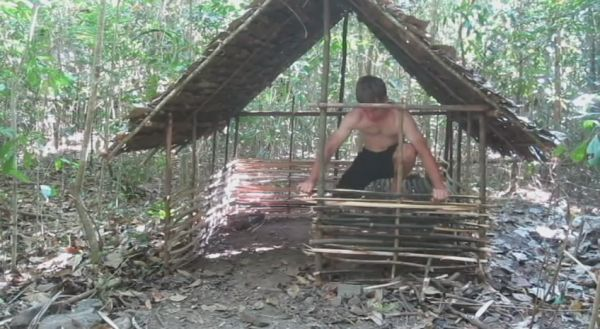 Watch This Guy Build An Amazing Shelter In The Woods Using Only His Bare Hands & Primitive Tools 1434798647-0