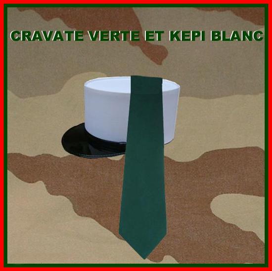 Cravate verte et képi blanc 234009grav