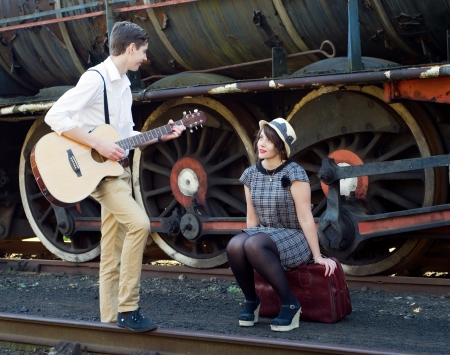 Historias en una maleta 22773224-retro-hip-hipster-romantic-love-couple-serenade-vintage-train-setting
