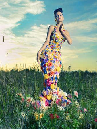 Avatars Fleurs 15034120-mode-photo-de-belle-dame-en-robe-de-fleurs