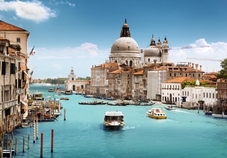 Italija - Page 2 14939033-grand-canal-and-basilica-santa-maria-della-salute-venice-italy