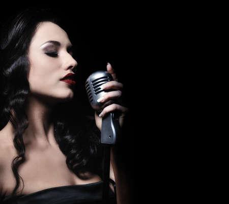 1....2...3... ESTAMOS EN EL AIRE  - Página 2 12213913-hermosa-mujer-morena-canto