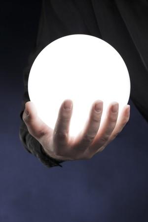 Journal de la Famille de l'Automne 7744862-man-holding-a-glowing-white-sphere-in-his-hand