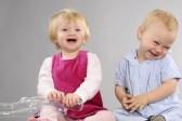 Juguémos: Crea una frase con 5 letras  - Página 11 9739541-bebes-hermosos-riendo-y-jugando-juntos