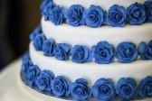 Joyeux anniversaire Rose Bleue 16245906-trois-niveaux-blanc-et-rose-bleue-gateau-de-mariage