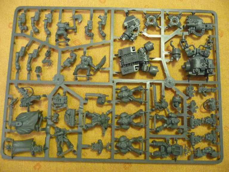 Figurines Orks et Space Marine BR_008