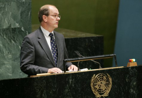 Un ministre hollandais accusé de pédophilie (CBN News - 2012) Denmark1