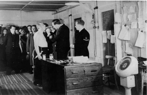 Royal Navy Section Belge - Page 5 Dokter