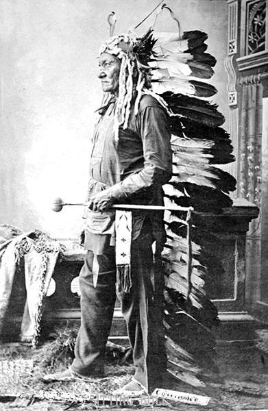 Indijanci - starosedeoci americkog kontinenta Chief-sitting-bull-5