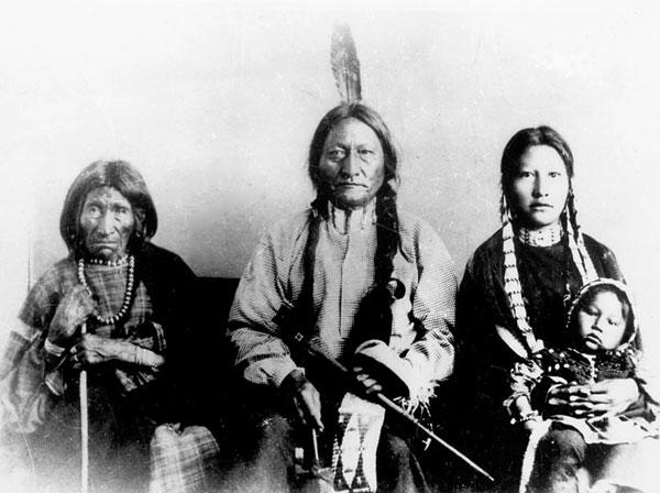 Indijanci - starosedeoci americkog kontinenta Chief-sitting-bull-6
