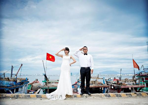 """Cặp đôi """"yêu nhau vì xấu"""" và bộ ảnh cưới chụp… ké trong 3 tháng 22"""