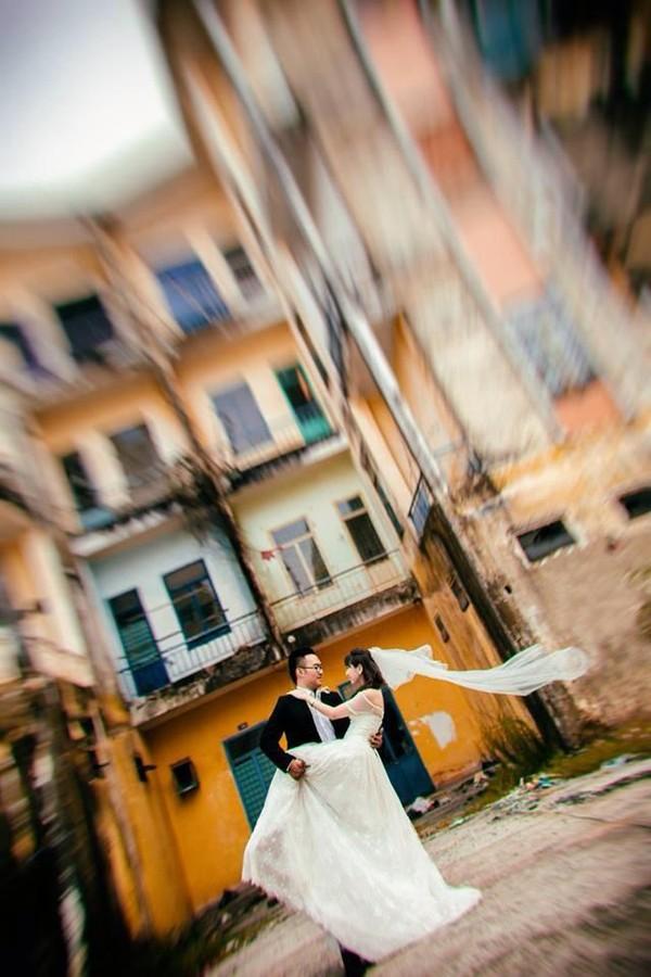 """Cặp đôi """"yêu nhau vì xấu"""" và bộ ảnh cưới chụp… ké trong 3 tháng 1413940360_7"""