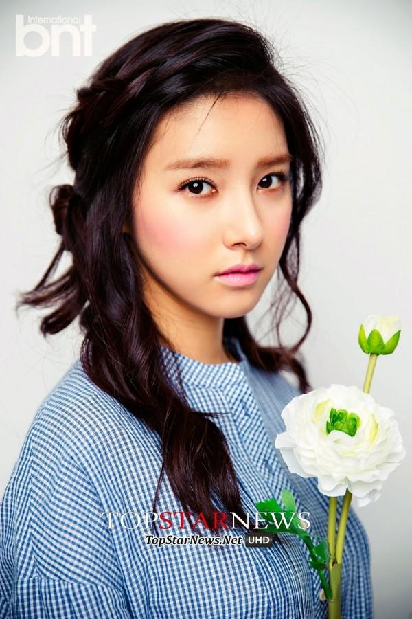Hai tiêu chuẩn về làn da đẹp của các quý cô Hàn Quốc: làn da giàu độ ẩm & lớp trang điểm láng bóng 1416970713_4