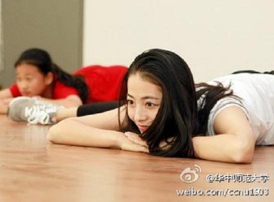 Cô giáo xinh đẹp khiến học sinh không bao giờ ngủ gật 1417478741_10