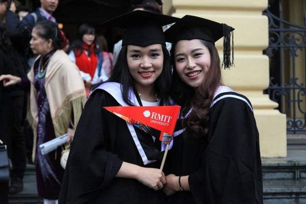 Loạt ảnh kỷ yếu, tốt nghiệp xinh ngất ngây của hot girl các trường Đại Học 1417752557_13