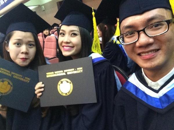 Loạt ảnh kỷ yếu, tốt nghiệp xinh ngất ngây của hot girl các trường Đại Học 1417752564_18