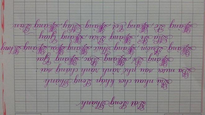 Cô gái có biệt tài viết chữ xoay ngược 180 độ đẹp như in 1418126503_3