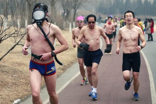 Ảnh độc: Người Việt chở đồ cồng kềnh lọt top những bức ảnh kỳ lạ nhất 2014 1419317691_3