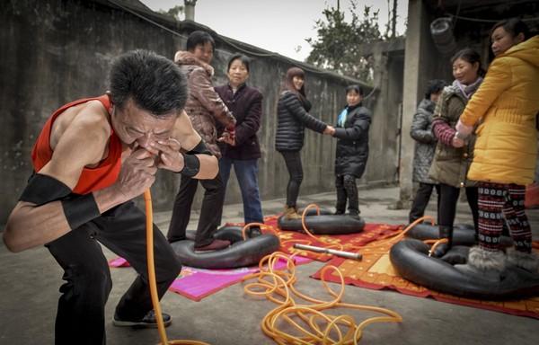 Ảnh độc: Người Việt chở đồ cồng kềnh lọt top những bức ảnh kỳ lạ nhất 2014 1419317693_10
