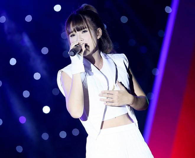 Sơn Tùng M-TP hát sung bất chấp lệch cấm diễn từ công ty cũ 1417315408_8
