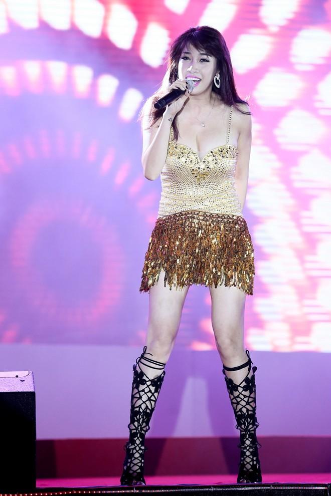 Sơn Tùng M-TP hát sung bất chấp lệch cấm diễn từ công ty cũ 1417315456_13