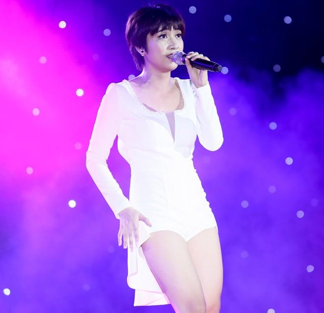 Sơn Tùng M-TP hát sung bất chấp lệch cấm diễn từ công ty cũ 1417315457_11