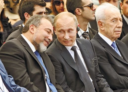 לברמן קיבל הוראה מפוטין לחסל פוליטית כל סיכוי של הדיקטטור לנצח לכאורה. מתברר שחברים יש רק בקופת חולים Putin-liberman-2