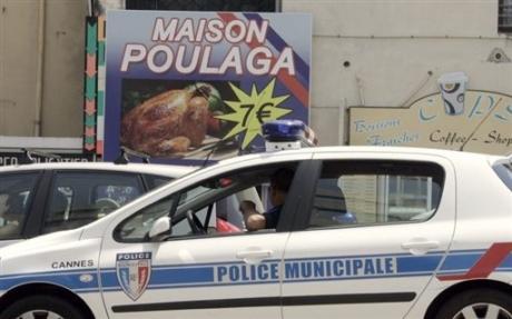 Une pub pour les poulets fait grincer les dents de la police... 1280075778