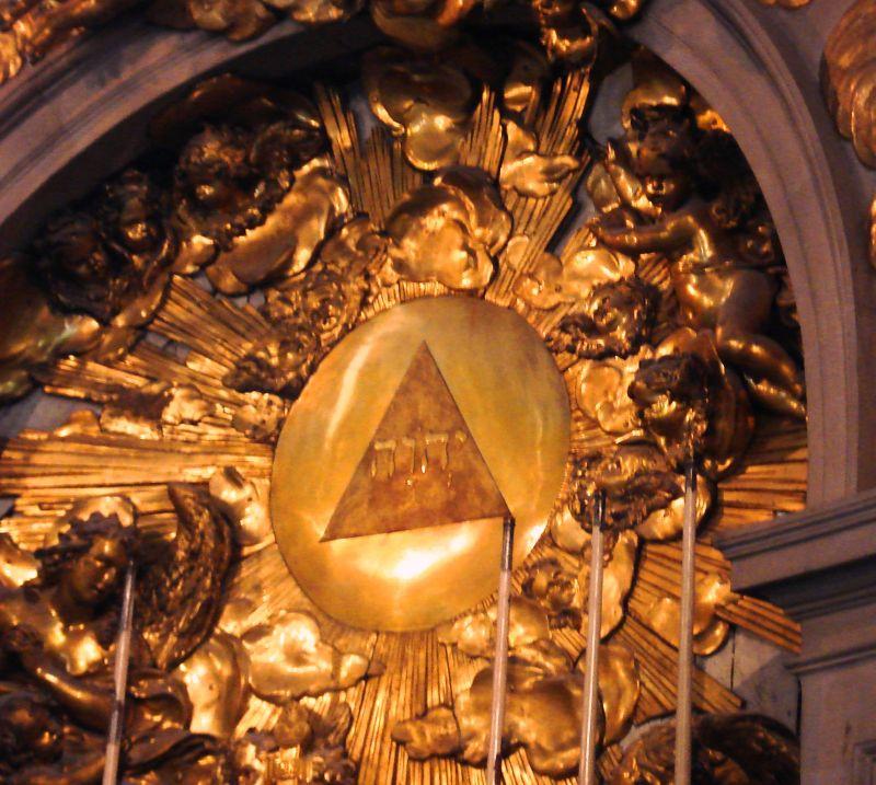 nouvel ordre mondial - Centre d'étude et de recensement d'informations factuelles sur le N.O.M - Page 3 Tetragrammaton_at_5th_Chapel_of_the_Palace_of_Versailles_France-medium