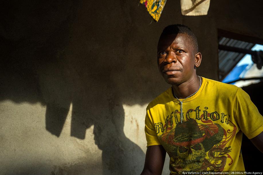 Российский полицейский не дал принести в жертву ребёнка в Либерии 13