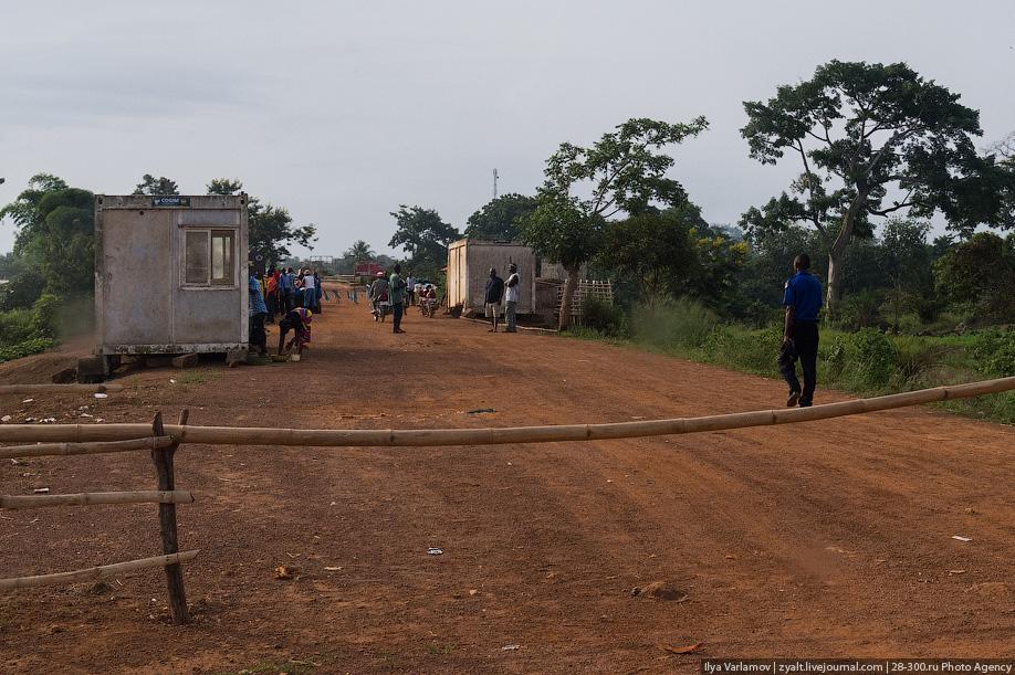 Российский полицейский не дал принести в жертву ребёнка в Либерии 18