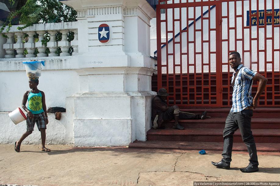 Российский полицейский не дал принести в жертву ребёнка в Либерии 36