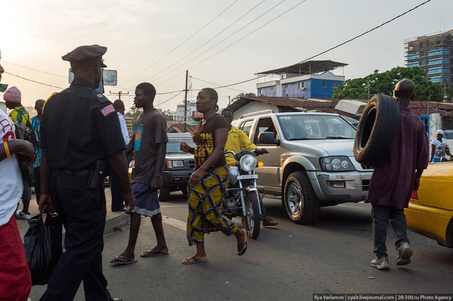 Российский полицейский не дал принести в жертву ребёнка в Либерии 39