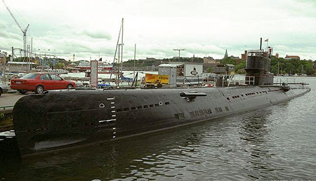 غواصات كوريا الشماليه North Korean submarine U-194-russian-whiskey-class-submarine