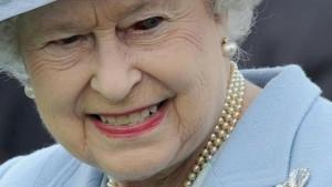 """Королева Елизавета предупредила о начале «священной войны» и сказала, что теперь «никто не знает, кто будет жить, а кто умрет» (В ответ Президент Путин заявляет, что королева Елизавета """"не человек""""?) Qeen-elizabeth-ii-300x169"""