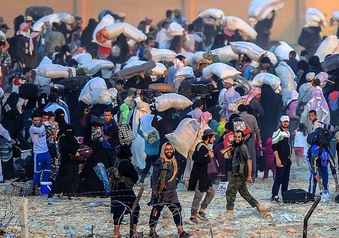 صور عن جحيم الفرار الجماعي من #تل_أبيض السورية 37cf7841-58bf-4b6d-a4bb-903c6cde8485