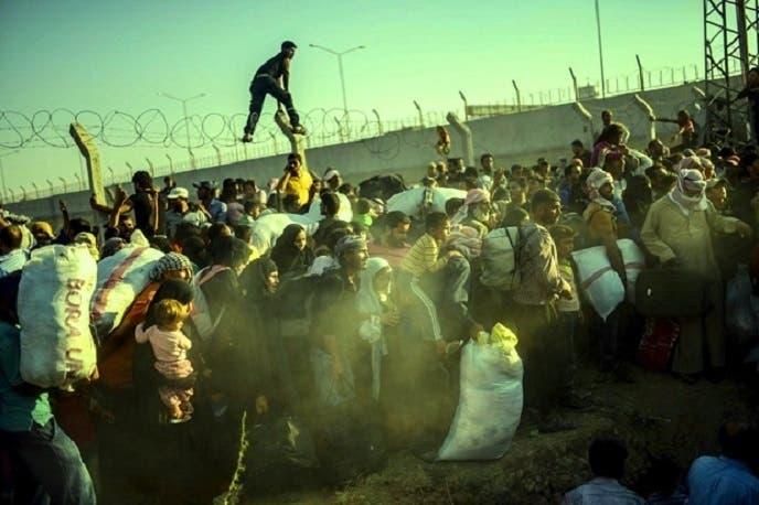 صور عن جحيم الفرار الجماعي من #تل_أبيض السورية 3c77cebe-d4d3-496d-aca7-09f474f77101