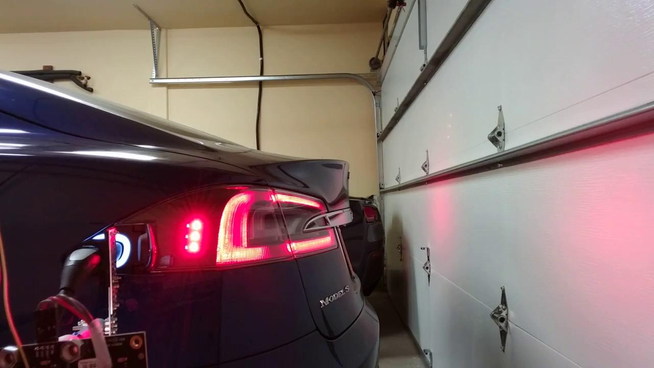 """Trà đá công nghệ • Đợi """"robot rắn"""" chính hãng Tesla quá lâu, thanh niên tự làm một cái của riêng mình trước • http://i.imgur.com/j1ApJSq.jpg • Tháng Tám năm ngoái, Elon Musk đã hé lộ... Evtron1-1467098511233-92e28"""